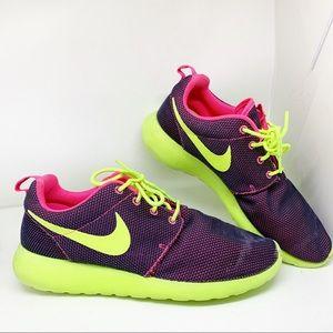 EUC - Nike - Roshe Running Shoes - 9